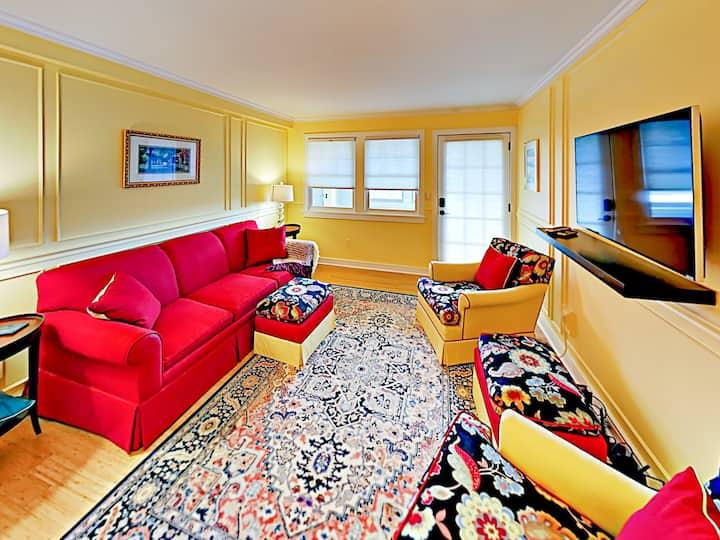 Newly Renovated Condo -- Walk to Downtown