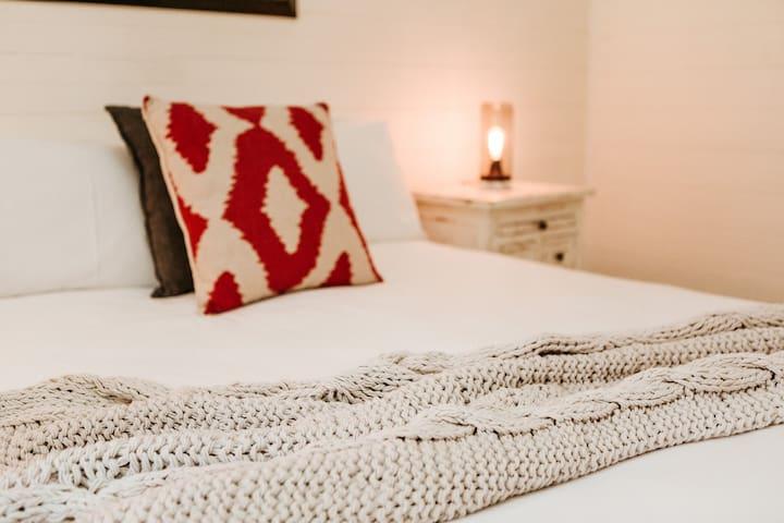 Queen bedroom accommodation