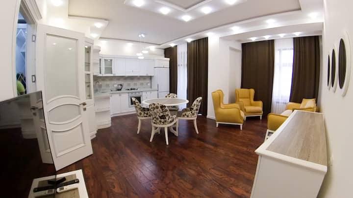 Квартира с прекрасным видом на проспект. 4-ый этаж