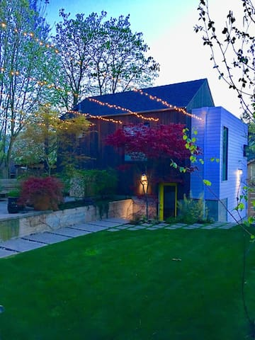 Bright Madison Valley Carriage House