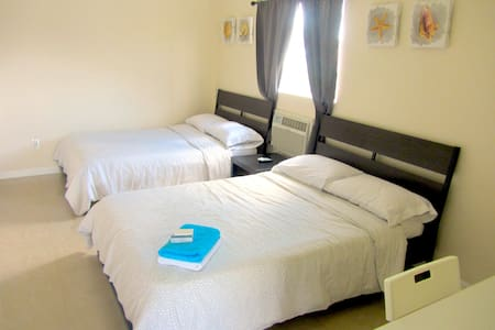 Great Value Studio! Private parking and entrance