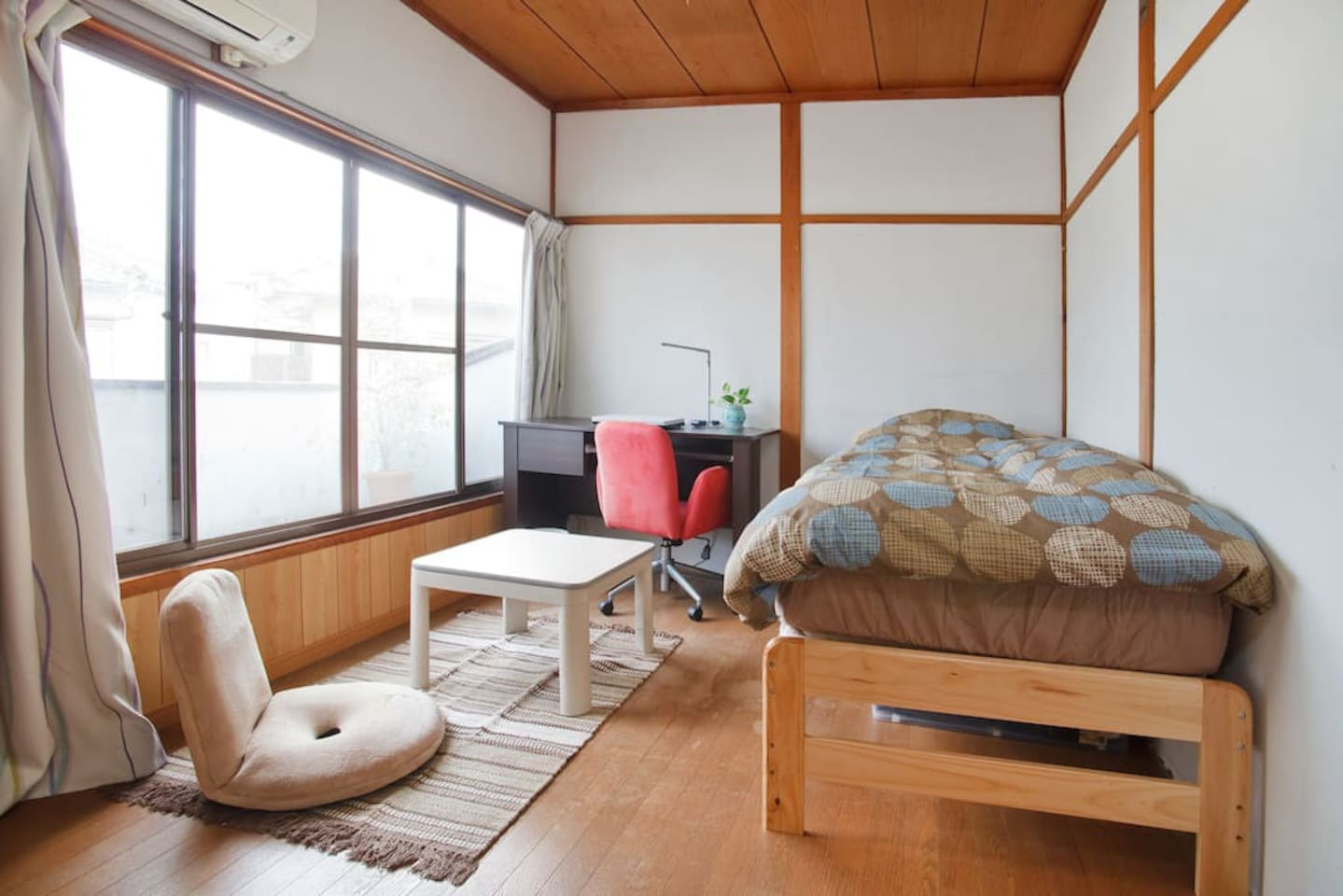 This is your room . (6 tatami size : 9.36m ) There is a desk and chair .