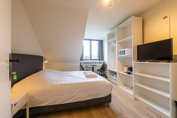 Comfortable Studio, 10 Min. Walking Market Square