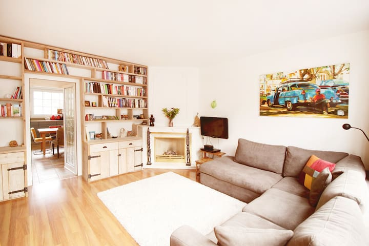 Great 2 story apartment + roof terrace in Jordaan!