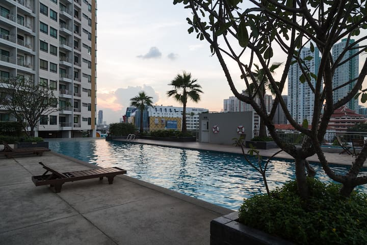 Large Panoramic River View 2BR Condo/20min to CBD