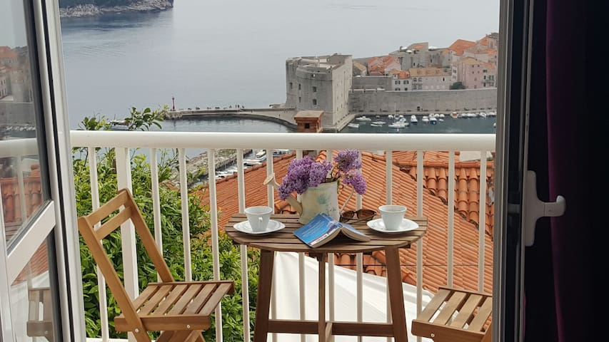 2 br ap. with sea view and free par