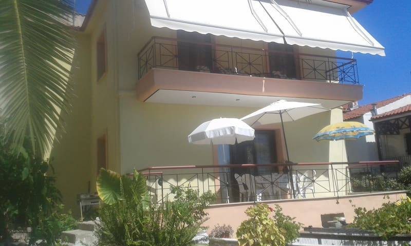 Gorgeous house 50m from sea - Pyrgadikia - House