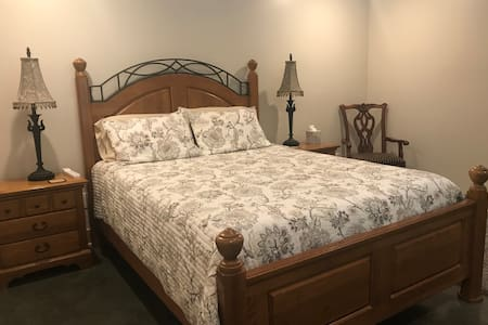 Stoker Suite Cycle Inn Brown County Private Queen