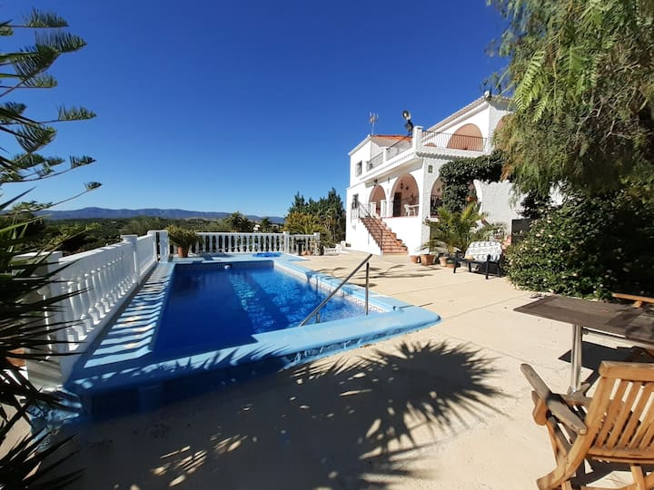 Rooms in Villa with swimmingpool & private terrace