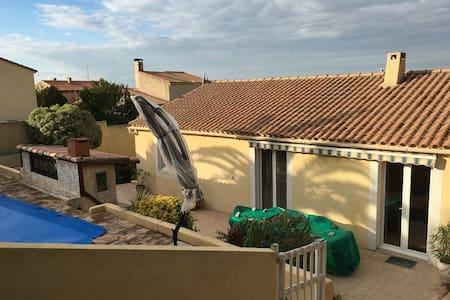 Belle villa T3 avec piscine - Rognac - Huis