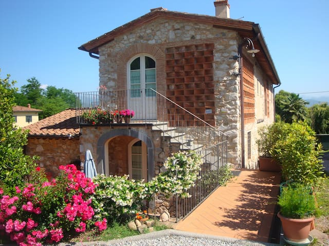 Casa Paradiso Lovely Country House - Lucca - Rumah