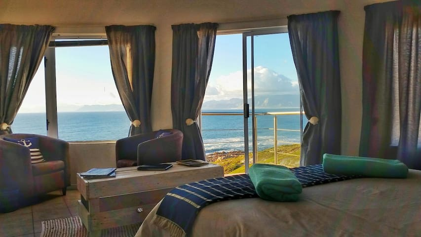 Eco Adrenalin Adventure Lodge - OCEAN Front - De Kelders - House