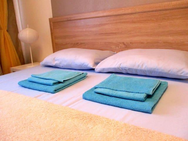 Постельное белье и полотенца