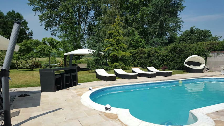Beautiful house with heated pool - Chamagne