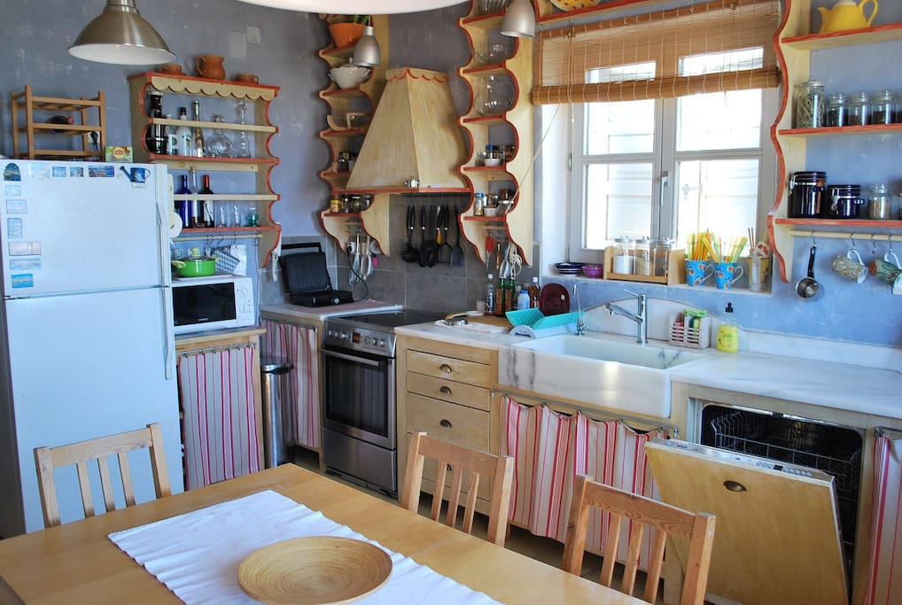 The full equipped kitchen