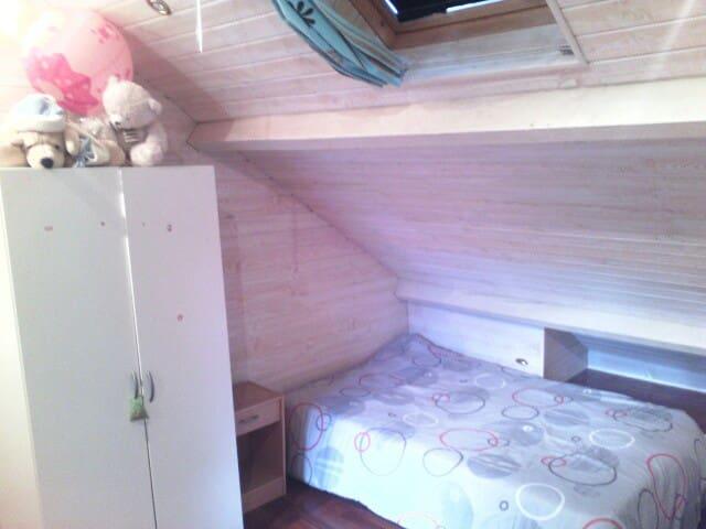 chambre privée dans grande maison - Montargis