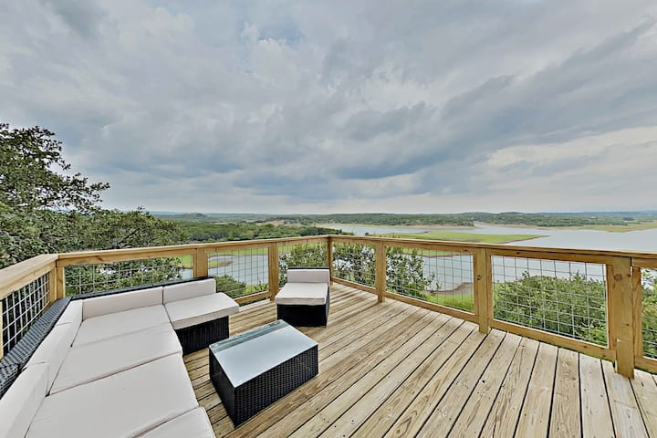 Modern Luxury Home | Three Lake-View Decks & Pools