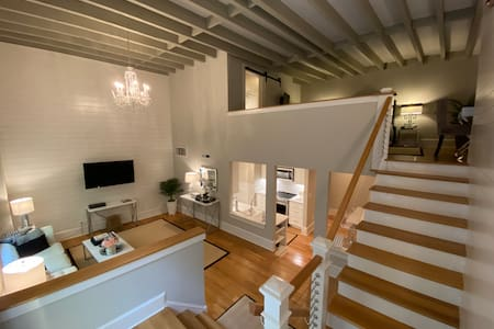 Stylish Loft Historic Downtown Charleston Condo