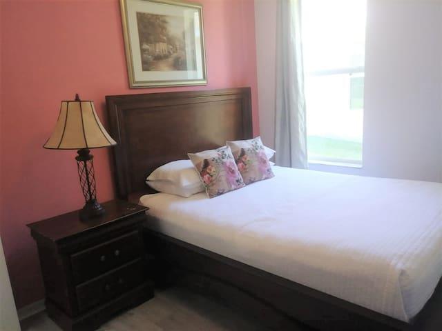 Pink room  - queen suite