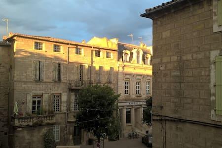 Duplex d'angle 100 m2 centre historique 2 et 3èmes - Pézenas