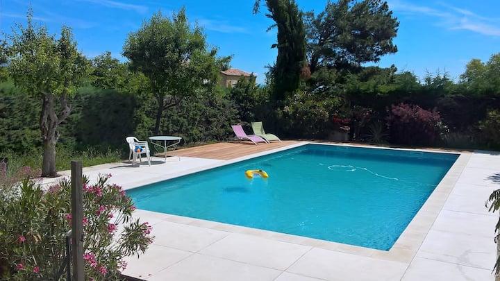 Villa au calme, piscine, proche Aix en Provence
