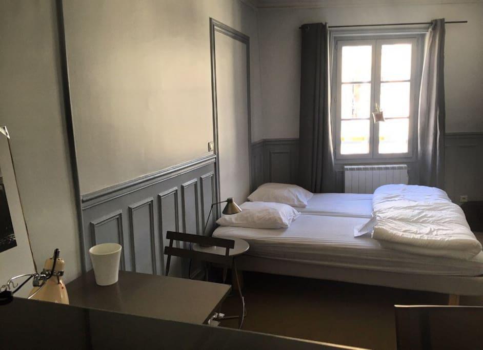 Deux lits simples collés