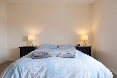 City Double Ensuite & Free Parking - Galway - Apartment