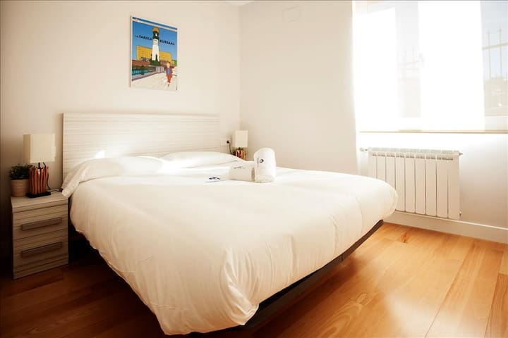 PAUSOKA - Newly renovated apartment in the center of San Sebastian and 1' walking distance from La C