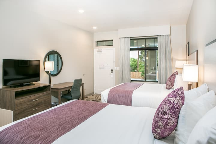 Private Room with 2 Queen Beds & Balcony