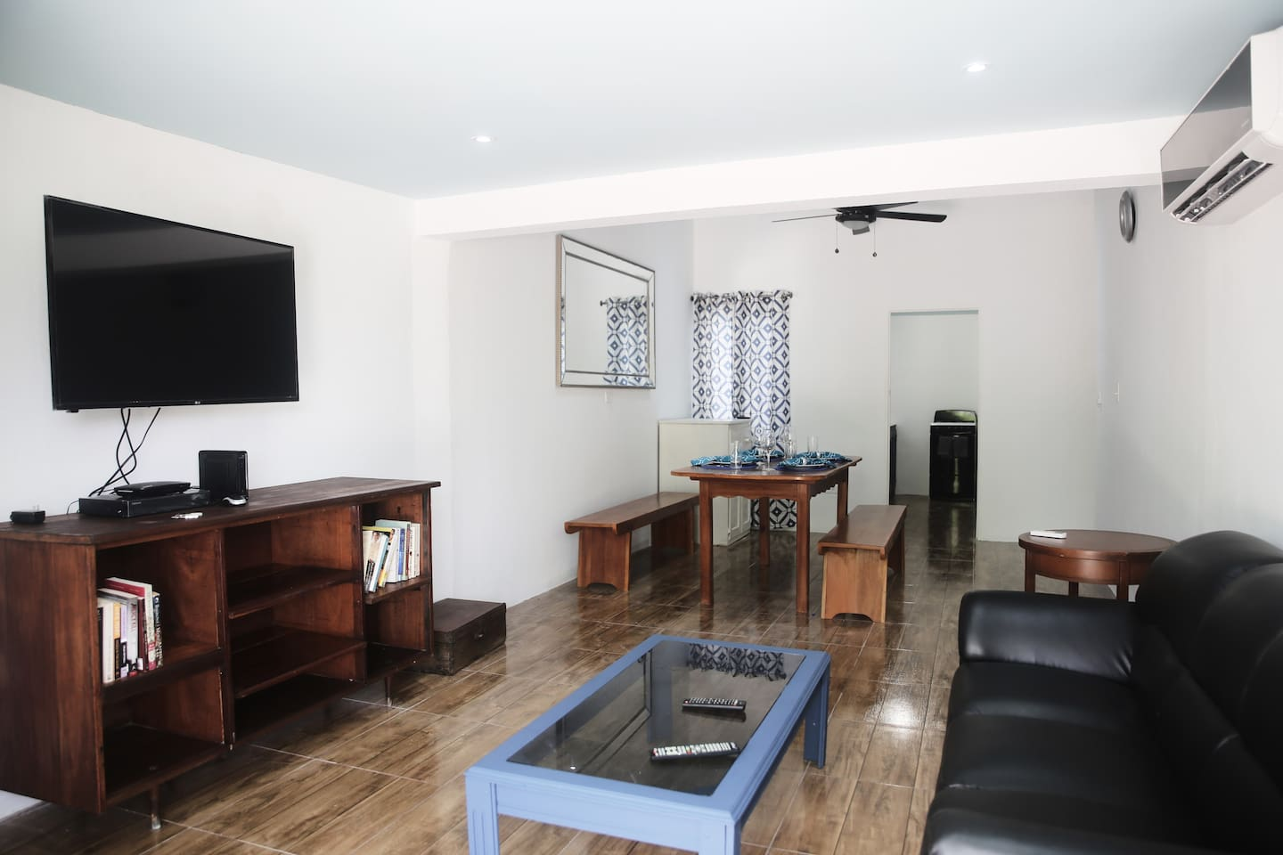 Great open plan living and dining area. Relax after your day out in an open space with air conditioning, flat screen tv with 125 channels. High speed internet is available. A wide selection of paperbacks for your reading selection