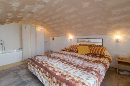 Casa Gambo-Spacious private room with own entrance - Guesthouse