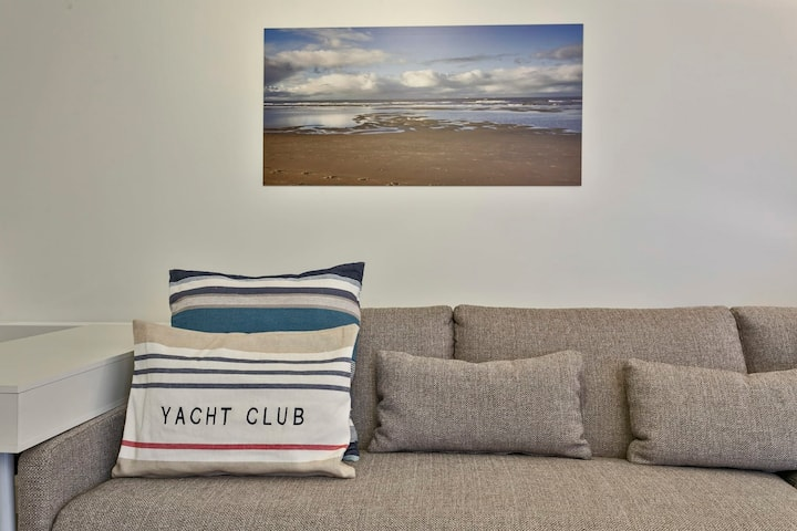 Stunning Family Apartment at the Beachfront of De Haan