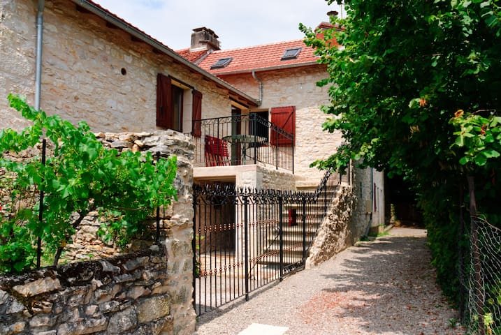 Faremaeva - Salles-Courbatiès - Huis
