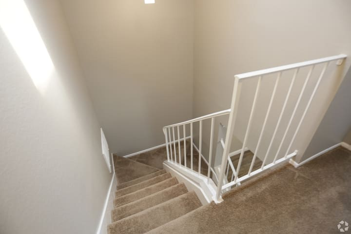 ONT AIRPORT TOWN HOME APARTMENT 2 BD 2 BTH