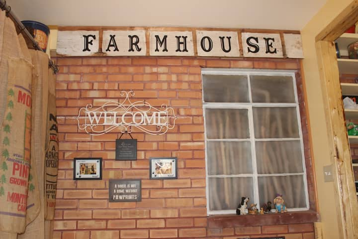 Driftwood Farmhouse – unique-fun-cozy-memorable :)