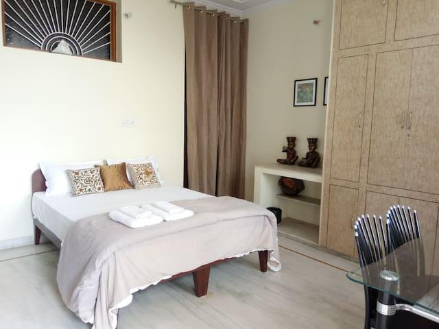 • SHANTI NIWAS • Vibrant, AC Double Bedroom