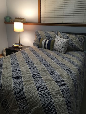 Cozy Clean lower level bedroom - Rochester - House