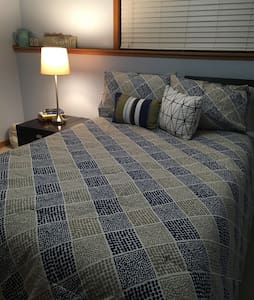 Cozy Clean lower level bedroom - Rochester
