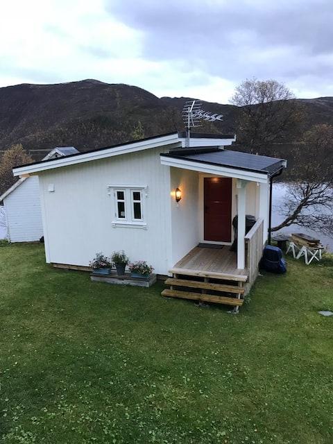 Dejlig hytte ved havet. Renoveret og hyggelig
