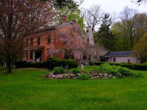 Historic home in rural area (Millet room)