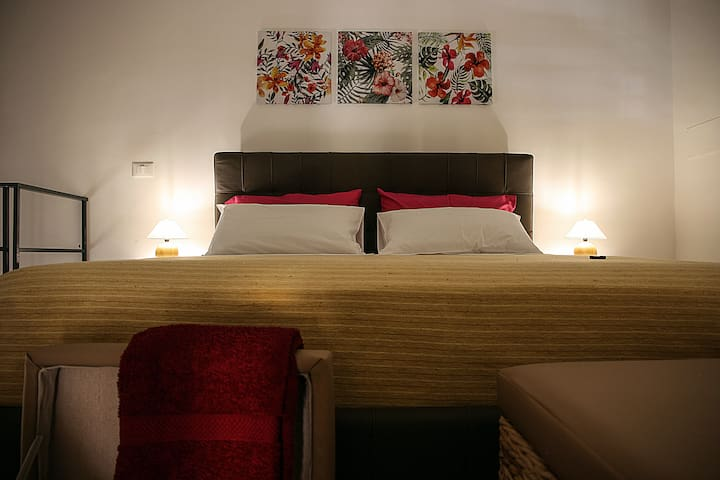 Palazzo Nicastro Guest house red