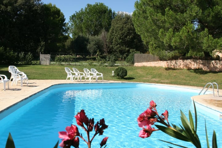 Lou Petarel, Charming  house with shared pool, nature an calm in Provence