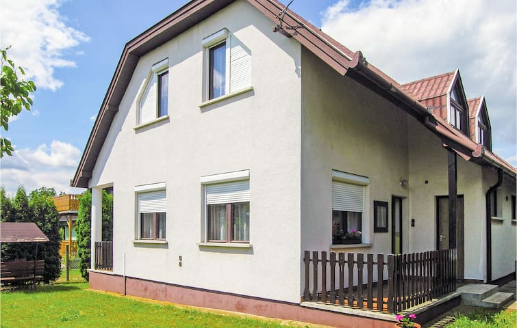 Semi-Detached with 4 bedrooms on 80m² in Vónyarcvashegy