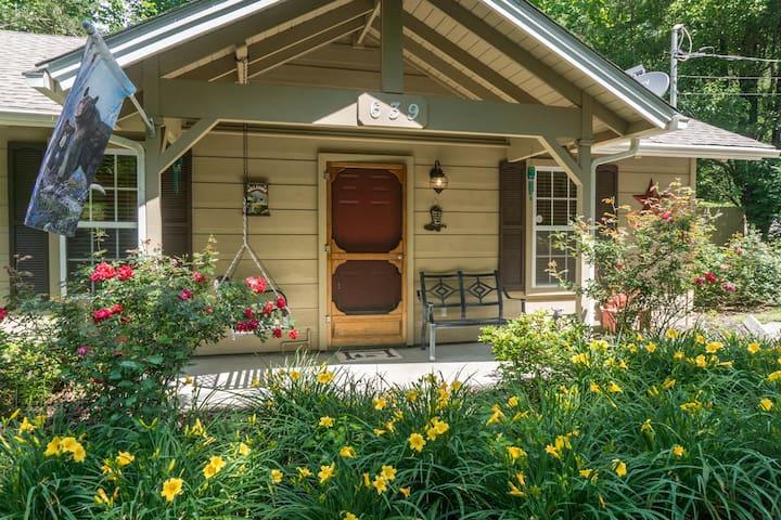 1 king bedroom cozy cabin