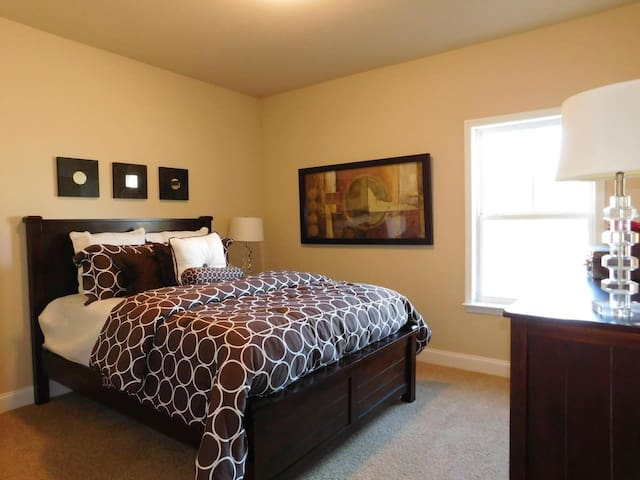 Beautiful New Home Within Safe Quiet Neighborhood - College Station - House