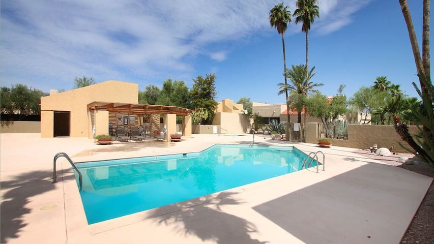 Charming, quiet Catalina foothills home - Tucson - Casa