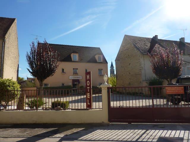 Chambre 2 personnes au pied de Vézelay