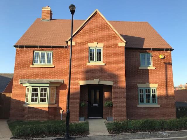 Ariel Lane Brackley NN13 Double bed private bathrm