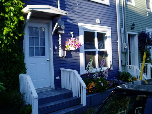 Bulley B&B - St. John's