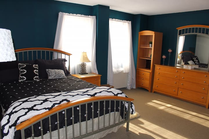 Spacious Condo 4 MIN from D.C. [EXTENDED STAYS]